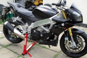 abba Superbike stand on Aprillia Tuono V4