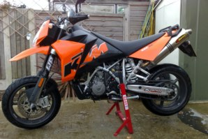abba Motorcycle Stand on KTM 950SM