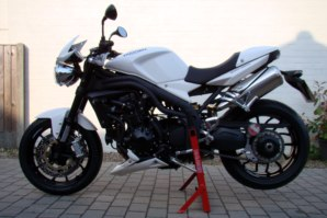 abba Paddock Stand on Triumph Speed Triple