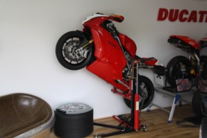 Ducati 999 lifted on abba Sky Lift
