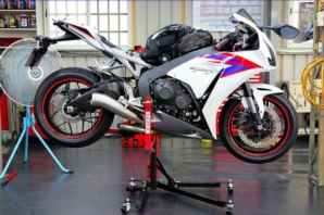 abba Sky Lift fitted to Honda CBR1000RR Fireblade