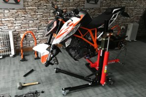 KTM 1290 on abba Sky Lift - wheels removed