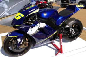 abba stand on the Yamaha M1 ridden by Mr Valentino Rossi...!!