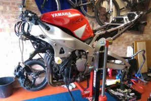 Strip down the Yamaha R1 on the abba Sky Lift