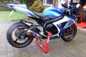 abba Motorcycle Stand on Suzuki GSXR1000